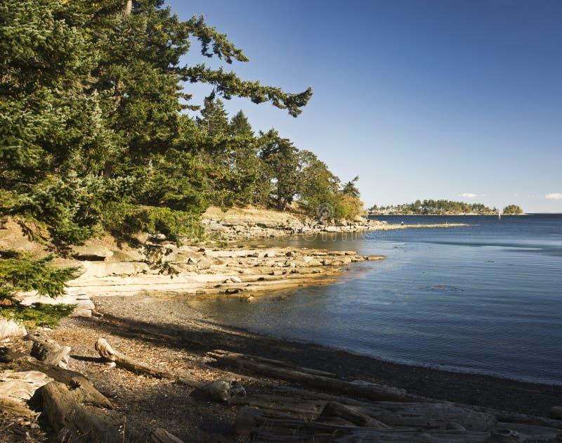 Pareciendo suroriental del parque provincial de Drumberg, isla de Gabriola, A.C., Canadá foto de archivo