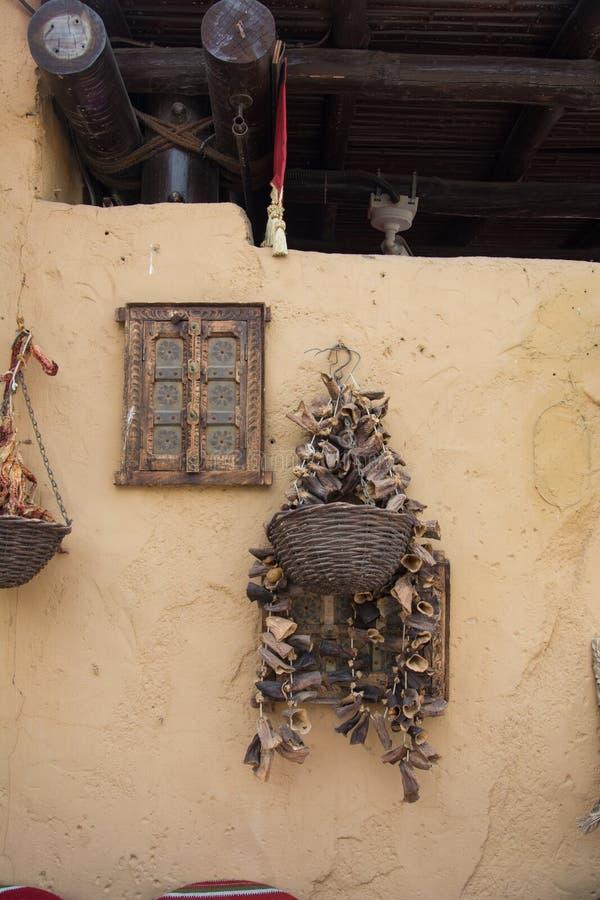 Pared adornada en el estilo oriental en el restaurante árabe fotografía de archivo
