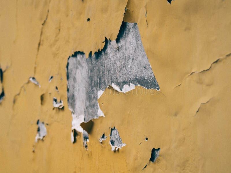 pared agrietada del amarillo del  del ¹ del à fotografía de archivo