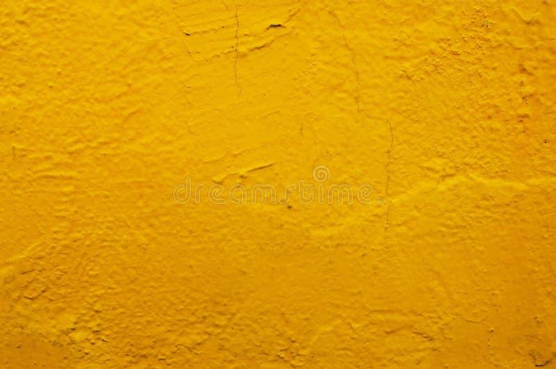 Pared amarilla del hormigón o del cemento con el modelo del estilo del vintage fotos de archivo