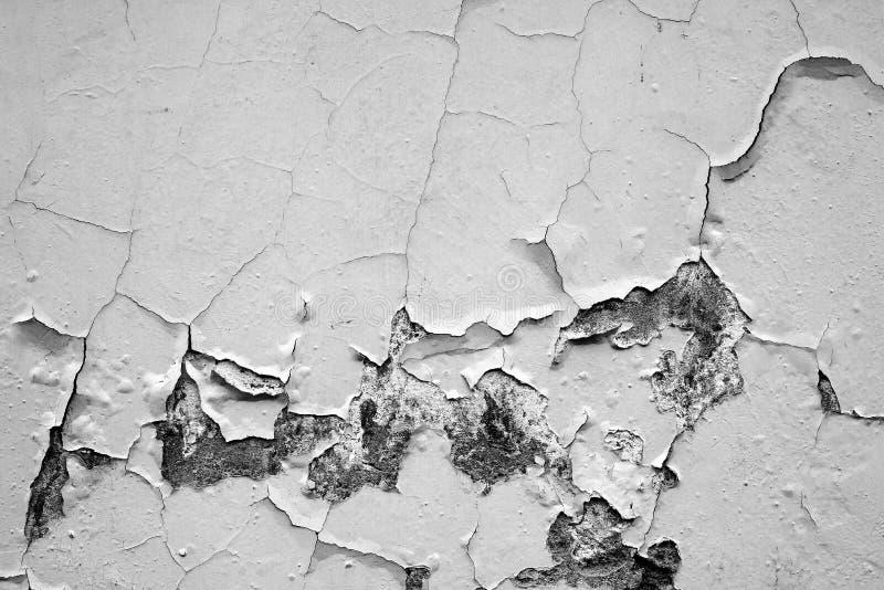Pared blanca con las grietas fotografía de archivo libre de regalías