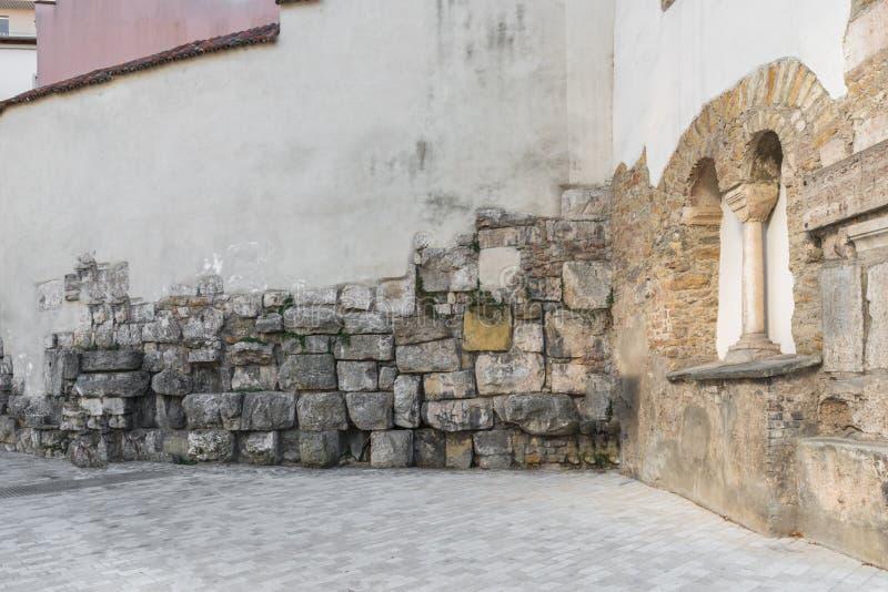 Pared circundante romana vieja del castra Regina en Regensburg, Alemania imagenes de archivo