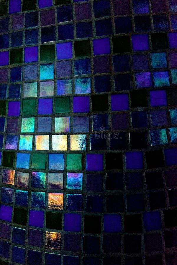 Pared con las pequeñas tejas de mosaico Extracto imagenes de archivo