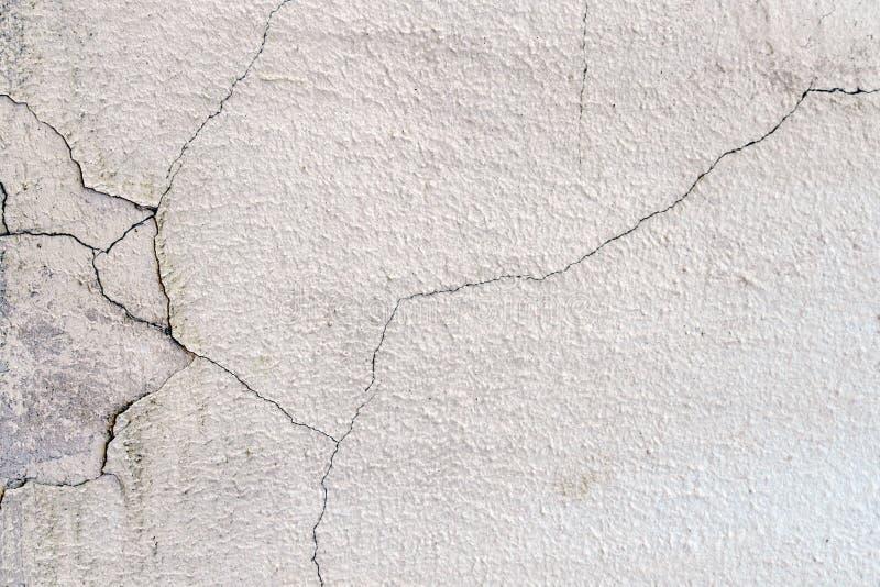 Pared concreta del cemento del Grunge con la grieta en el edificio industrial imágenes de archivo libres de regalías