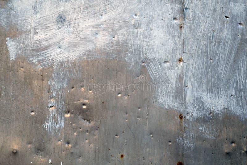 Pared dañada del metal foto de archivo