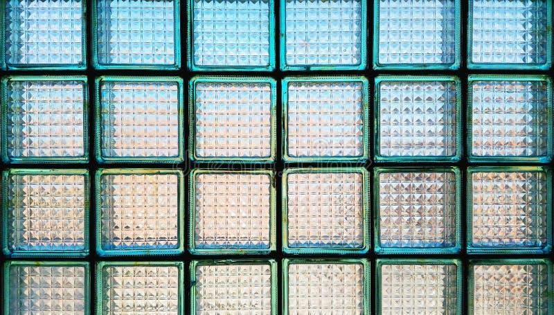 Pared de bloques de cristal transl cidos imagen de archivo for Ladrillos traslucidos