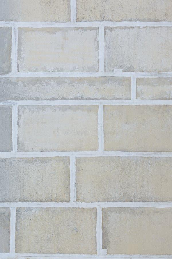 Pared de bloques de piedra grandes Ladrillos beige grandes Fondo hermoso foto de archivo libre de regalías