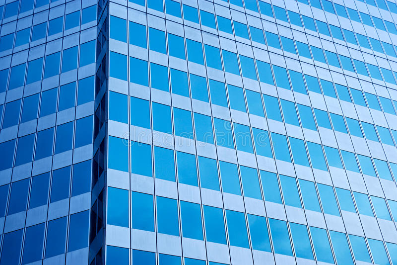 Pared de cristal azul moderna foto de archivo