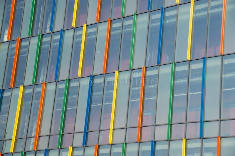 Pared de cristal colorida imagenes de archivo