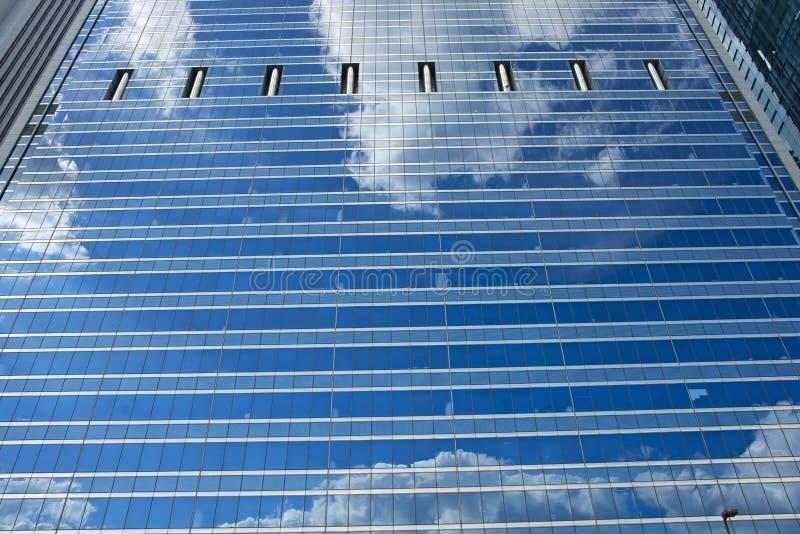 Pared de cristal del rascacielos fotos de archivo