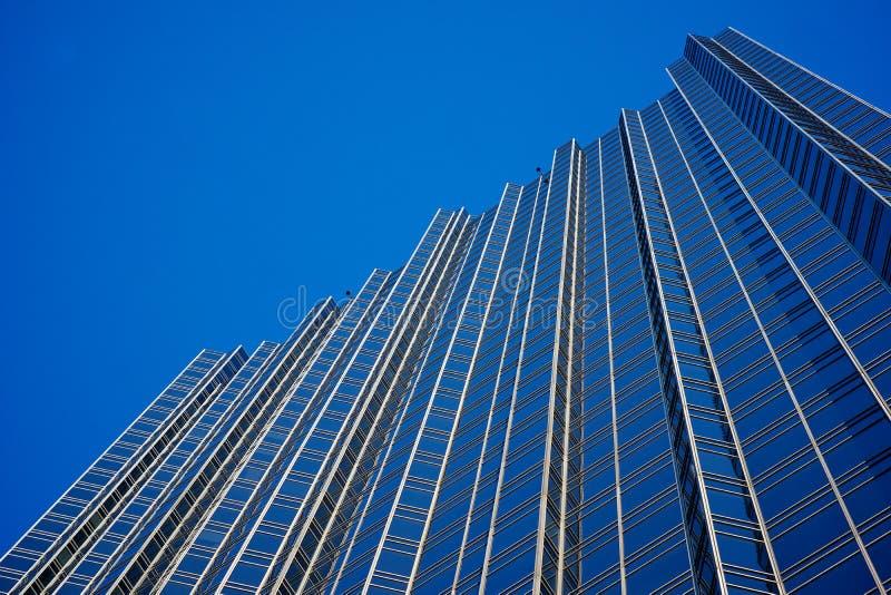 Pared de cristal del rascacielos foto de archivo