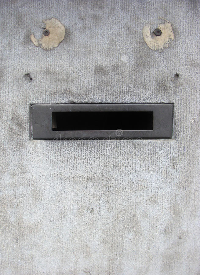 Pared de Grunge con la caja que parece cara divertida foto de archivo libre de regalías