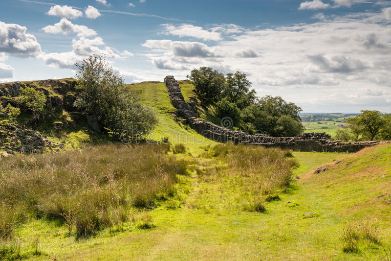 Pared de Hadrians en un valle fotos de archivo libres de regalías