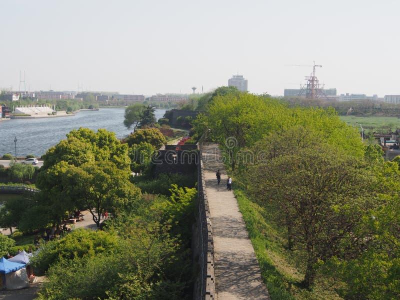 Pared de la ciudad de JIngzhou en la ciudad de Jingzhou, China en 2015, el 14 de abril imagen de archivo