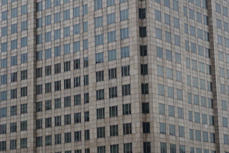 pared de la fachada de la teja concreta y del vidrio con torre exterior del apartamento del edificio residencial de la subida del fotos de archivo libres de regalías