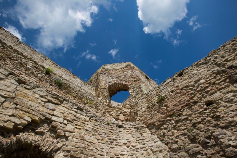 Pared de la fortaleza de Izborsk foto de archivo libre de regalías