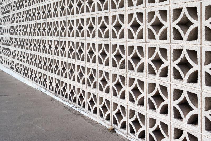 Pared de la pantalla de la albañilería decorativa imagenes de archivo