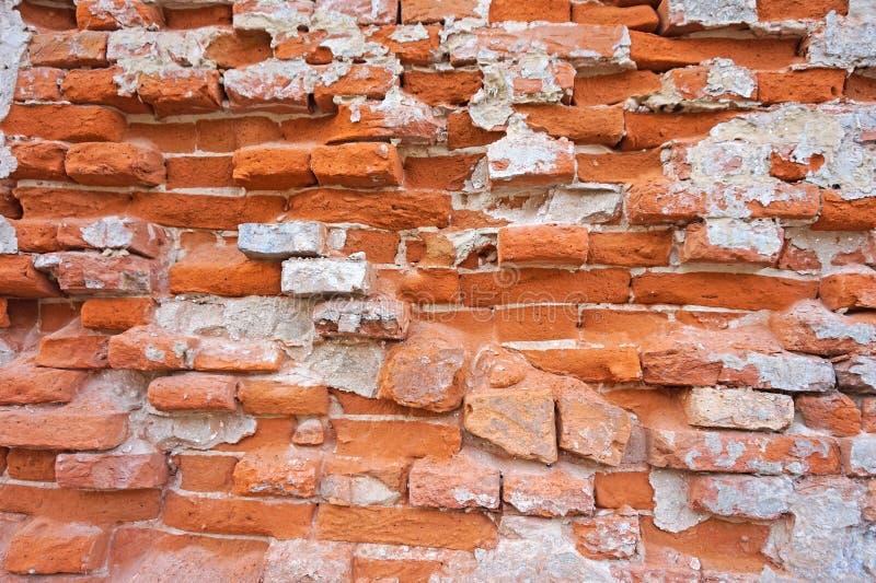 Pared de ladrillo arruinada de un edificio viejo imagen de archivo