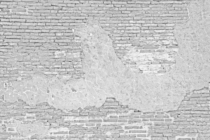 Pared de ladrillo blanca del grunge y cemento agrietado imagenes de archivo