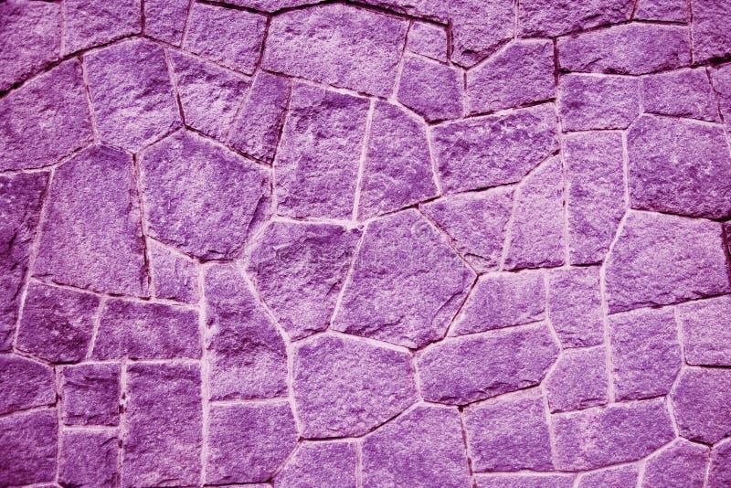 Pared de ladrillo de la púrpura/del purpur (fondo, papel pintado, ladrillos) imagenes de archivo