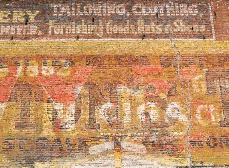 Pared de ladrillo del rojo de Grunge fotografía de archivo libre de regalías