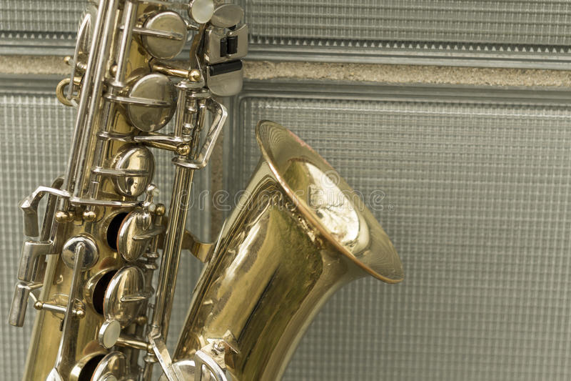 Pared de ladrillo del saxofón foto de archivo