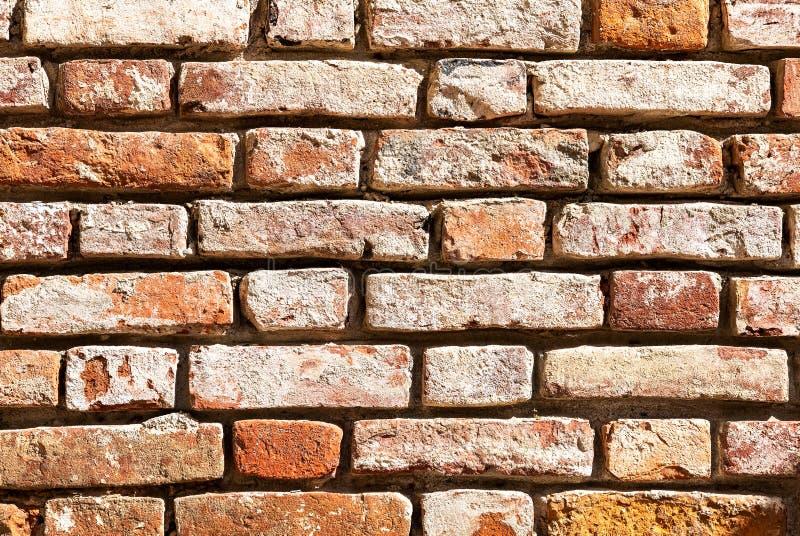 Pared de ladrillo roja resistida Grunge como textura del fondo foto de archivo