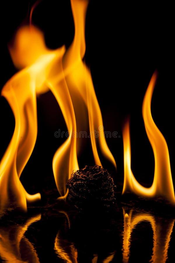 Download Pared de llamas foto de archivo. Imagen de marco, quemadura - 41908158