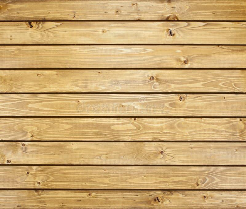 Pared de madera con los tablones horizontales Ciérrese para arriba de los paneles de madera viejos de una cerca imagen de archivo libre de regalías