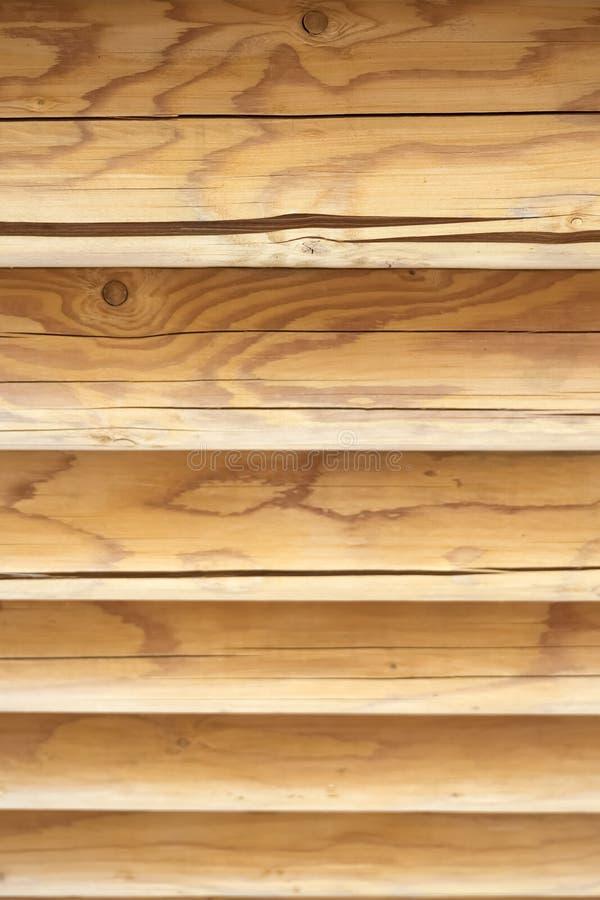 Pared de madera horizontal texturizada de registros Pared de madera del fondo de la textura del blocao foto de archivo