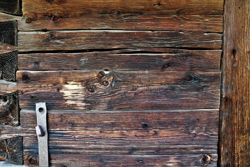 Pared de madera de una iglesia de madera vieja siglo XVIII fotos de archivo