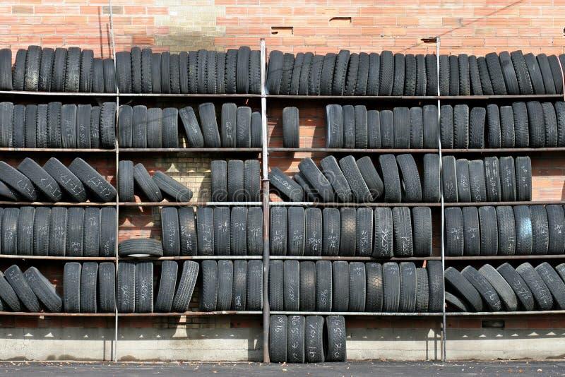 Pared de neumáticos foto de archivo
