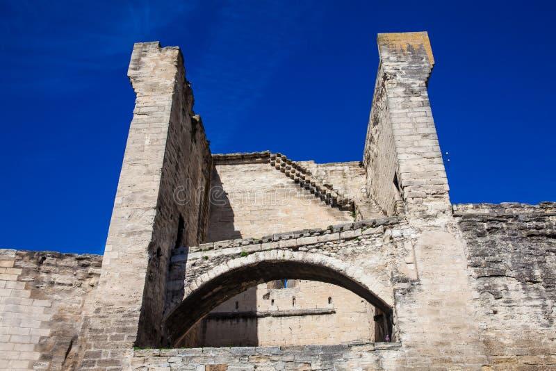 Pared de piedra construida medieval de la ciudad de Aviñón fotos de archivo