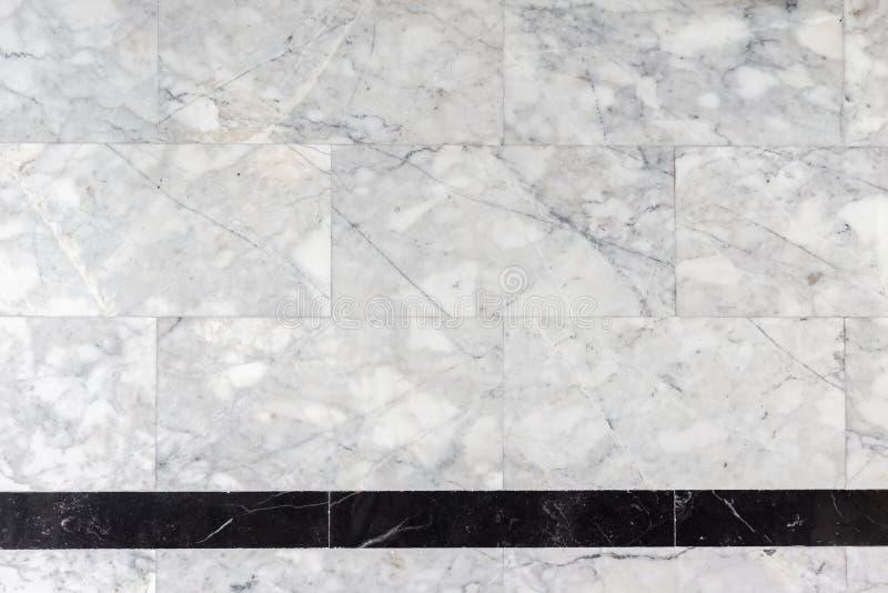 Pared de piedra de mármol gris en el cuarto de baño, textura, fondo imagen de archivo