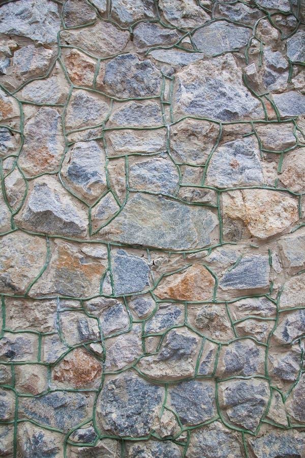Pared de piedra del bloque del granito, diversa forma, foto abstracta áspera de la textura de la superficie del fondo fotos de archivo