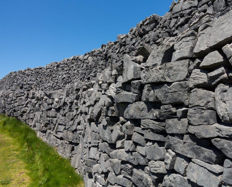 Pared de piedra en el Dun Aonghasa Aran Islands fotografía de archivo libre de regalías