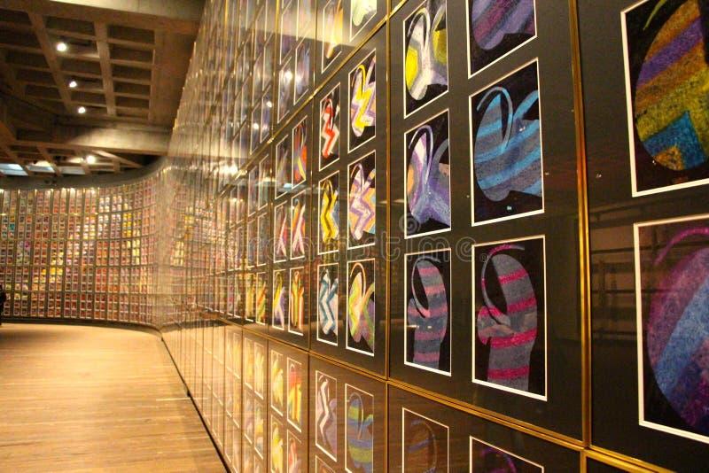 Pared de pinturas en el museo de arte de Mona fotografía de archivo