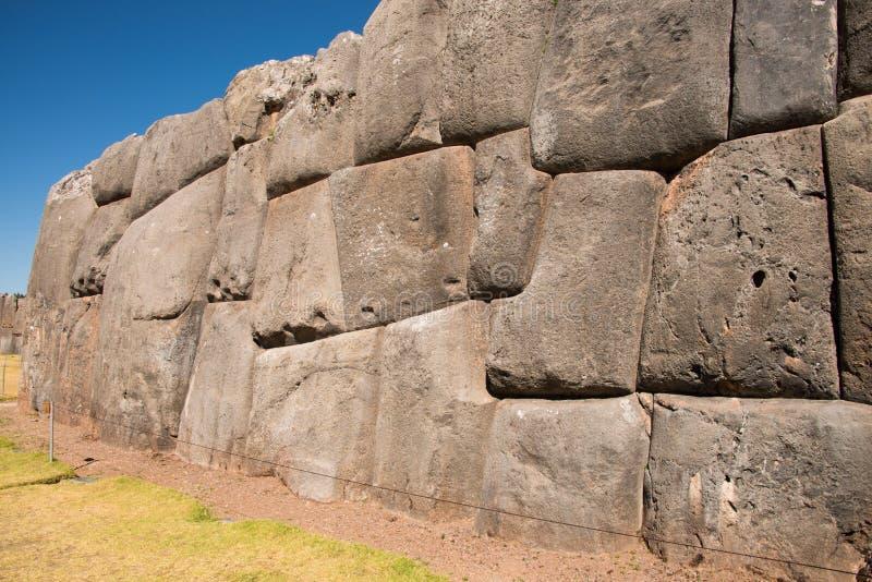 Pared de Sacsayhuaman, sitio arqueológico del inca imagen de archivo libre de regalías