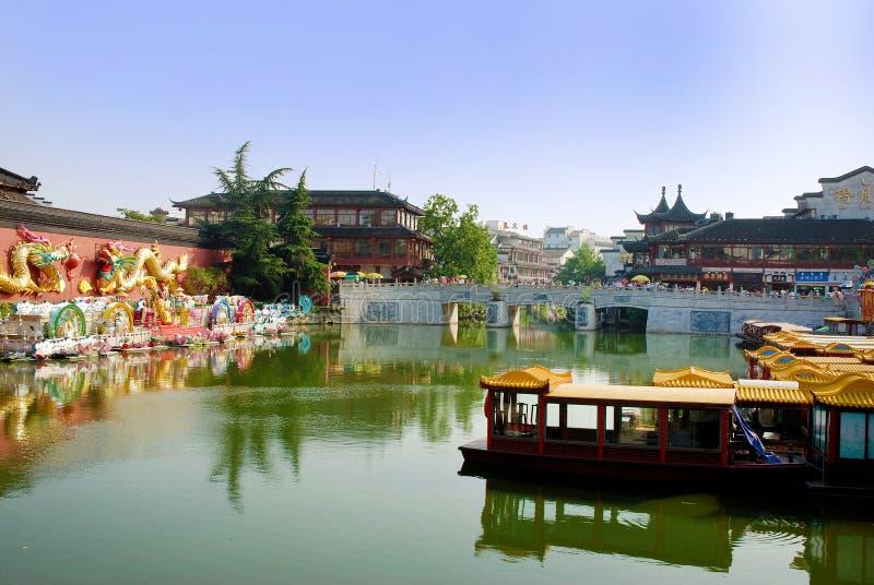 Pared del dragón en los bancos del río Qinhuai en la ciudad de Nanjing foto de archivo libre de regalías