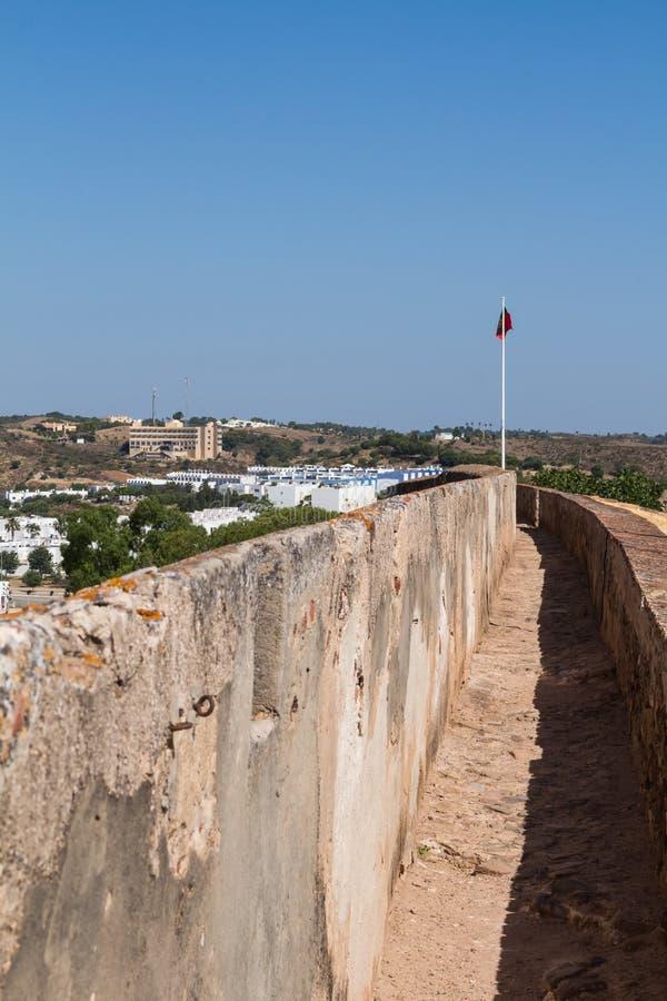 Pared del fortalecimiento del castillo Castro Marim, Portugal fotos de archivo