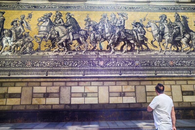 Download Pared Del Rstenzug Del ¼ De FÃ En Dresden Imagen de archivo editorial - Imagen de edificios, turismo: 64200674