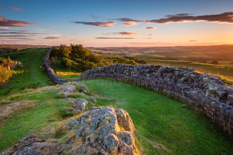 Pared del ` s de Hadrian cerca de la puesta del sol en Walltown foto de archivo libre de regalías