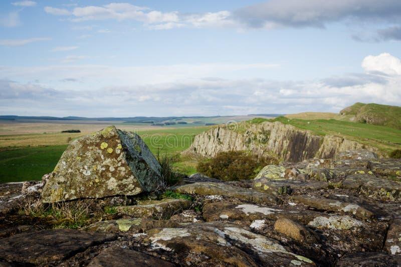 Pared del ` s de Hadrian y travesaño de la roca basáltica fotografía de archivo libre de regalías