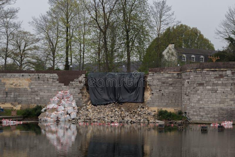 Pared derrumbada en Maastricht céntrica imagenes de archivo