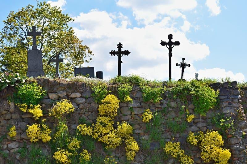 Pared en el cementerio imagen de archivo libre de regalías