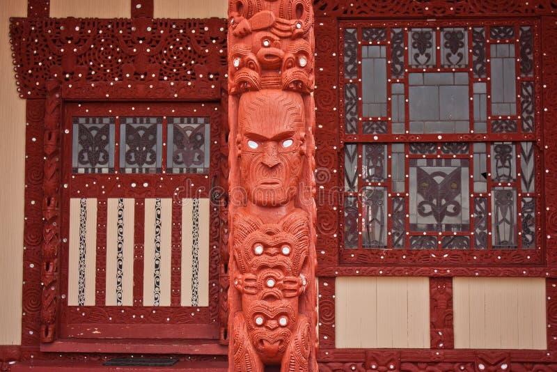 Pared exterior de la iglesia maorí en Rotorua en Nueva Zelanda foto de archivo
