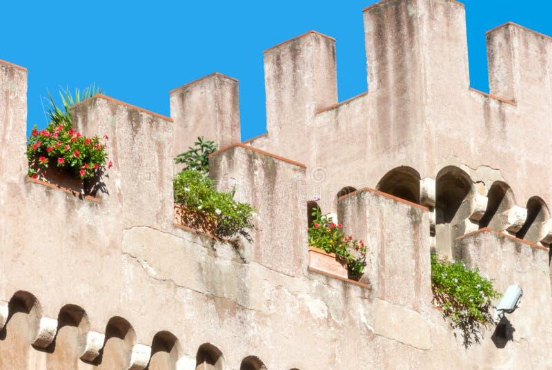 Pared externa almenada del palacio apostólico, Ciudad del Vaticano imagenes de archivo