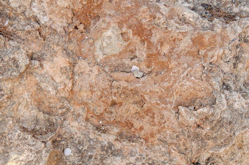 Pared natural de la textura del acantilado rojo y gris de la montaña rocosa imagenes de archivo