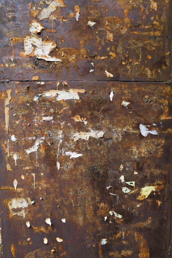 Pared oxidada oscura con el anuncio foto de archivo libre de regalías