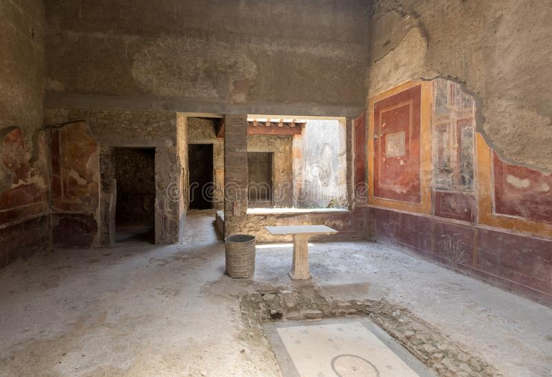 Pared pintada en la ciudad de Pompeya destruida en 79BC por la erupción del monte Vesubio imágenes de archivo libres de regalías